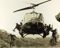 bell-uh-1-906516_640